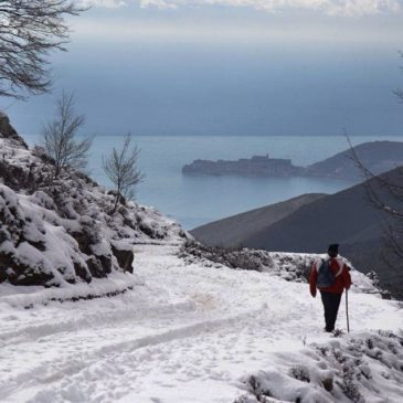 *FOTO* Il Mare del Golfo di Gaeta che appare dalla neve.