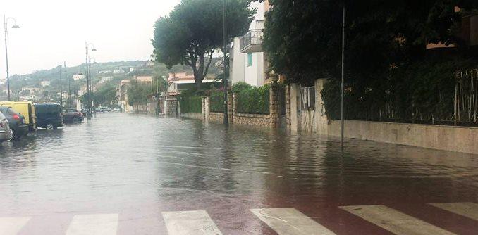 Gaeta: Pioggia battente e nuovi allagamenti a Via Marina di Serapo