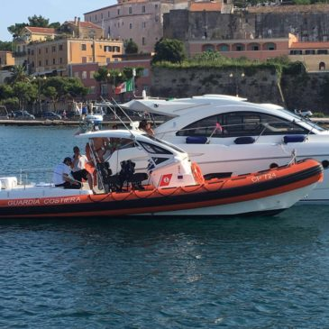Golfo di Gaeta: Gommone si ribalta / Tratti in salvo 5 diportisti 2 dei quali in assideramento