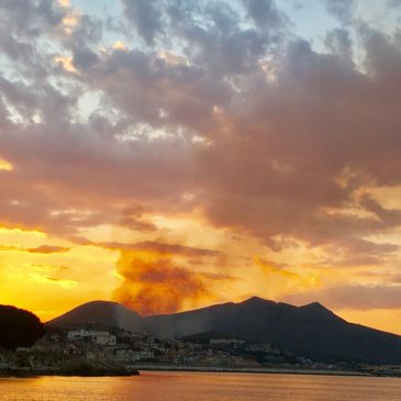 *Flash*: Incendio nel golfo di Gaeta