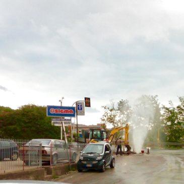 Gaeta: esplode conduttura dell'acqua in via degli eucalipti