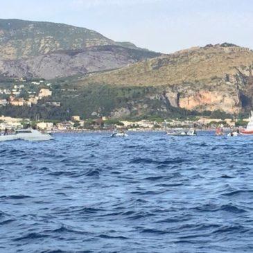 *FOTO* Cade un aereo durante lo show delle Frecce Tricolori a Terracina