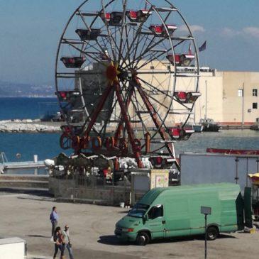 Luminarie di Gaeta: La ruota panoramica in fase di allestimento