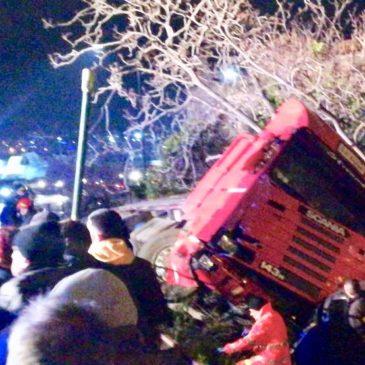 Gaeta: incidente sulla Flacca, tir contro 2 auto. 1 morto e 3 feriti