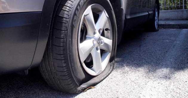 Più di 50 automobili con gomme squarciate: Chiuso un tratto della Pontina