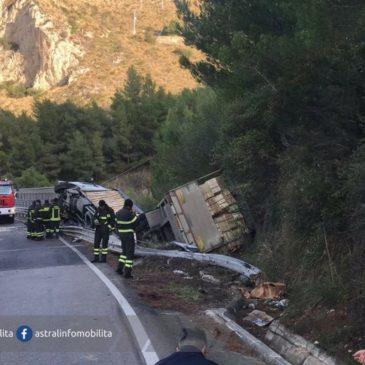 Sperlonga Tir si ribalta sulla Flacca in zona Torre Capovento ennesimo incidente pericoloso