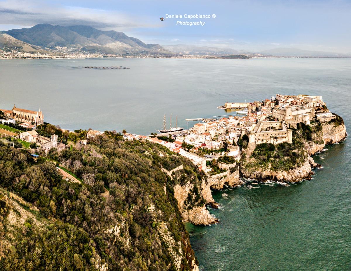 DJI_0003-Pano - Foto Gaeta Vecchia dal bel vedere - jpeg - web