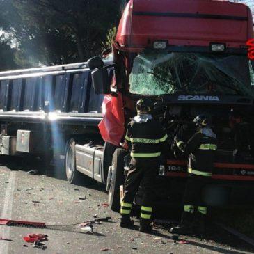 Incidente stradale a Terracina: TIR di traverso e traffico in tilt