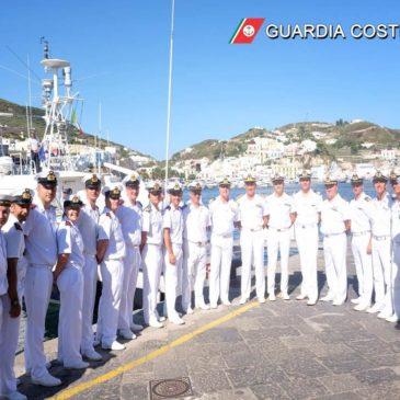 L'Ammiraglio Ispettore Capo Giovanni PETTORINO visita il compartimento di Gaeta