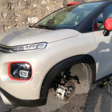 Gaeta: ancora furti di ruote, situazione insostenibile a Via Cuostile