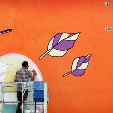 Gaeta Artistica: Lavori in corso sulla parete laterale del Palazzetto dello Sport