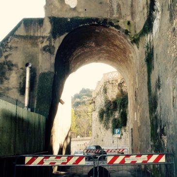 Gaeta Medievale: chiusa al traffico Via Angioina