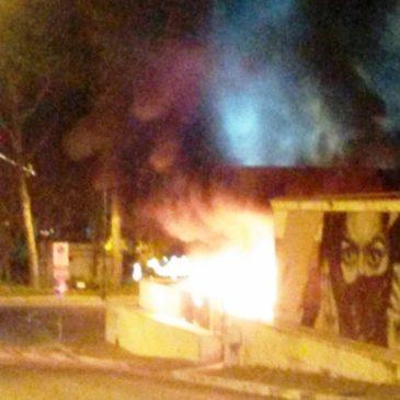 Gaeta: Incendio nella notte di Natale nel parcheggio del Comune. Molti Danni