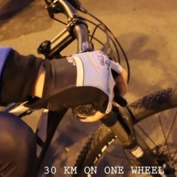 Latina: Yuri Urbani stabilisce il record mondiale di impennata in bicicletta