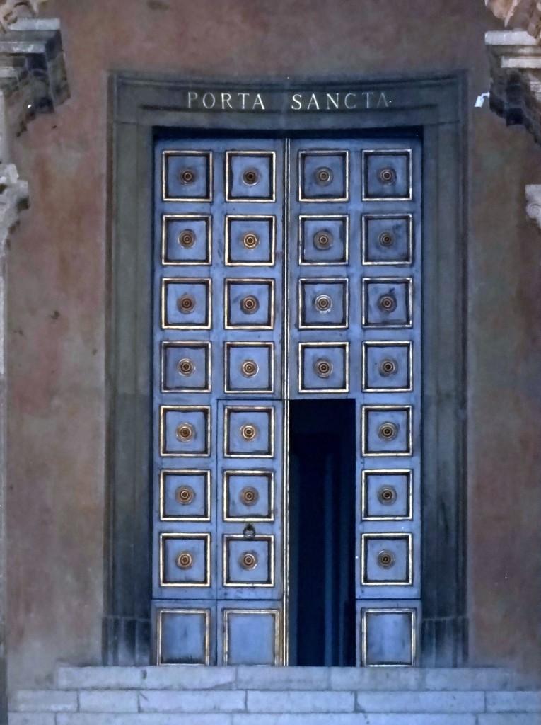 Porta Santa cattedrale Gaeta campanile
