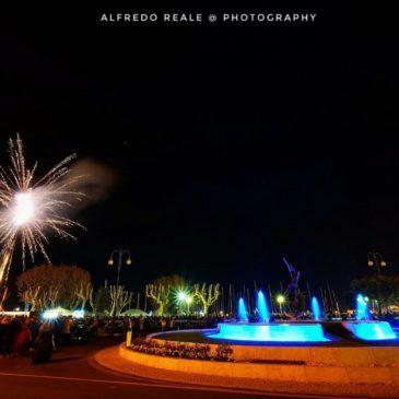 8 Dicembre a Gaeta: al centro della scena, le luminarie, i fuochi e la fontana artistica