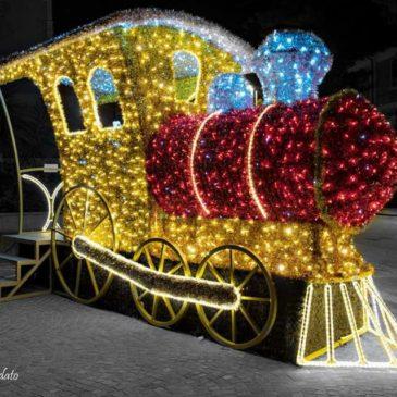 """Il Trenino di Natale: spostarsi tra le Luminarie di Gaeta con il """"Treno"""" Info e orari"""