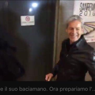 Missione SanRemo: il baciamano di Claudio Baglioni all'inviata di SpazioBlu