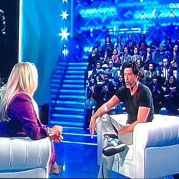 """Alessandro Gassmann parla di Gaeta in diretta su Rai Uno: """"È estate tutto l'anno"""""""