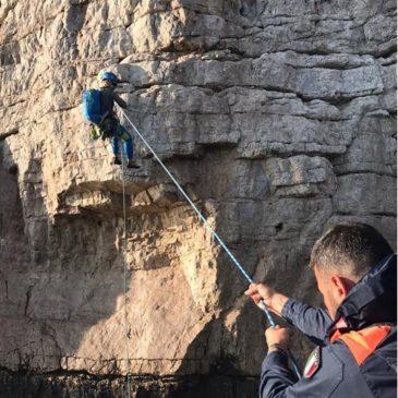 Bloccati a picco sulla Grotta del Turco: Salvati dalla Guardia Costiera